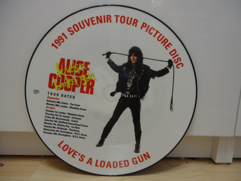 Love is a loaded gun Alice Cooper